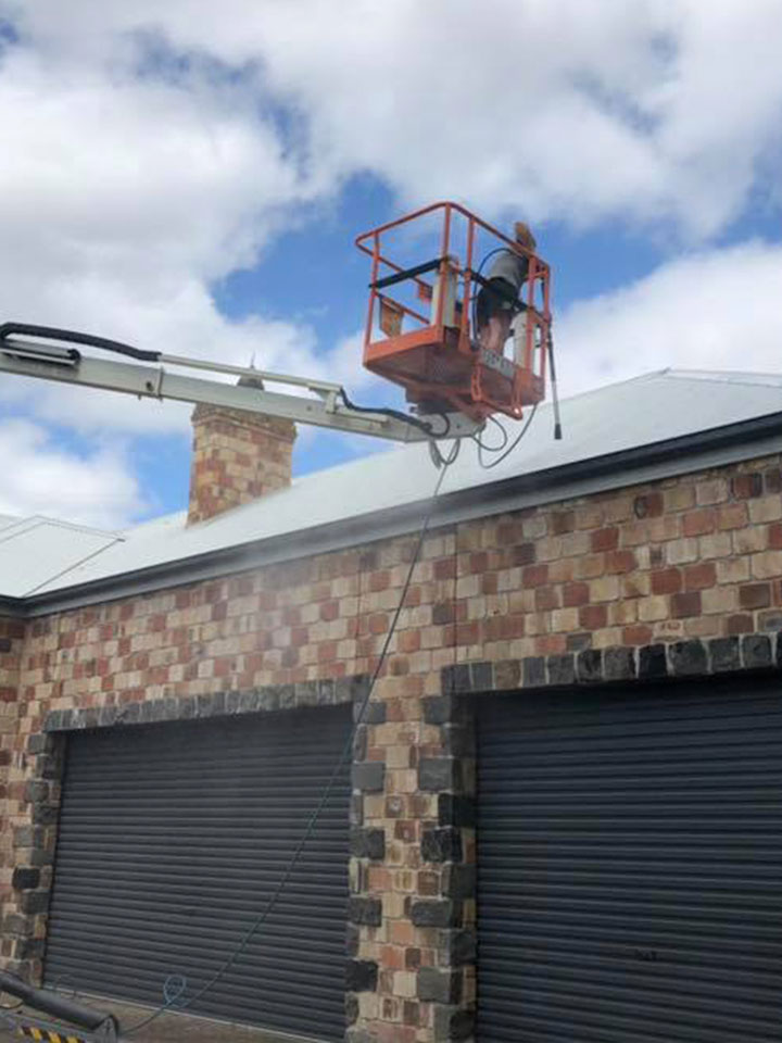 Brick House High Pressure Cleaning Melbourne - Cherry Picker